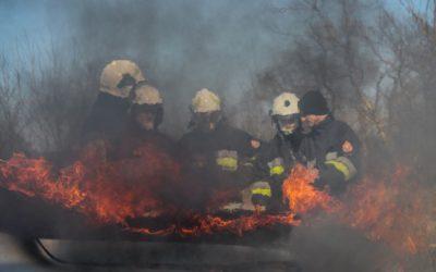 Techniki gaszenia pożaru samochodów